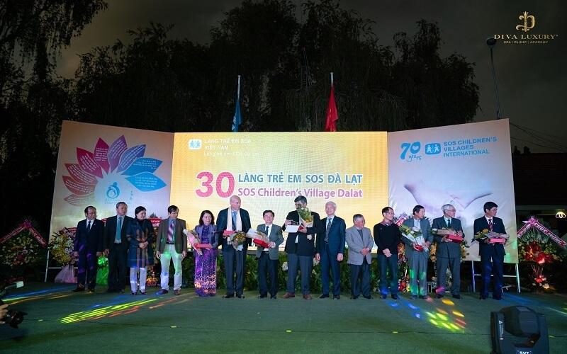 Chương trình trao quà tặng 300 triệu nhân kỷ niệm 30 năm thành lập làng SOS Đà Lạt