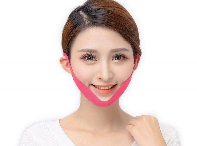 Làm thon gọn mặt bằng miếng mặt nạ V-Line